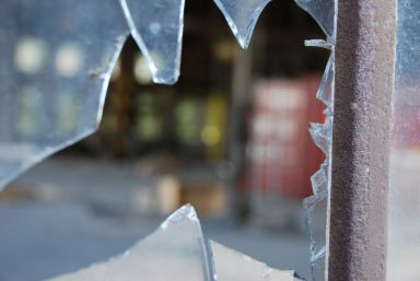 Cracked glass window replacement Olinda